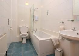 8 Aileach Buncrana - bathroom
