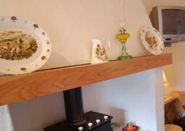 Alder Traditional Cottage Donegal - mantlepiece