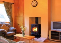 Heather Holiday Cottage Creeslough - solid fuel stove