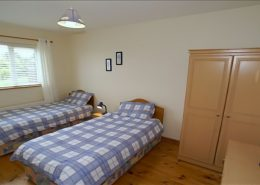 An Doras Dearg - twin bedroom