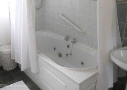 Ard Cottage Clonmany Inishowen - bathroom