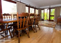 Glen View Porthaw - dining room with views over garden