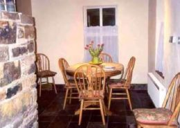 Falmore Cottage - dining area