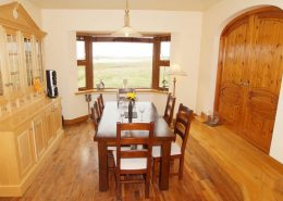 Seawater Holiday Home at Bunbeg Beach - dining area