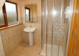 Seawater Holiday Home at Bunbeg Beach - shower room