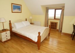 Seawater Holiday Home at Bunbeg Beach - double bedroom