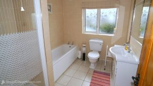 Woodlawn Holiday Home Stranorlar Donegal - bathroom