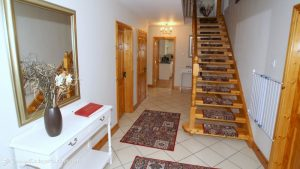 Woodlawn Holiday Home Stranorlar Donegal - entrance hallway