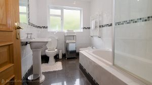 Porthaw Bay House - bathroom