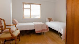 Porthaw Bay House - twin bedroom with sea views