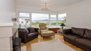 Porthaw Bay House - living room