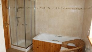 No.42 Oak Grove Dunfanaghy - bathroom