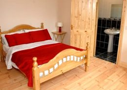 Willow Farmhouse Donegal - ensuite double bedroom