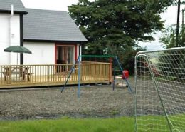 Willow farmhouse Donegal - wood deck area