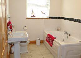 Lucky Shell Creeslough - bathroom