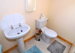 Appletree House Donegal Town - first floor toilet with wash hand basin