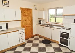 Appletree House Donegal Town - fully equipped kitchen