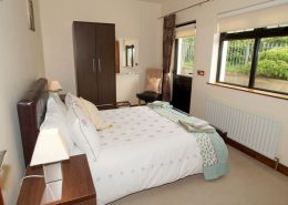 Castle Inn Apartments Greencastle - ensuite double bedroom of Apartment 1