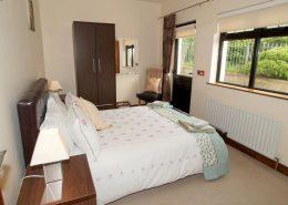 Castle Inn Apartments Greencastle - ensuite double bedroom of Apartment 1
