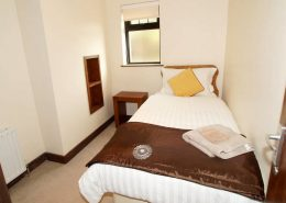 Castle Inn Apartments Greencastle - single bedroom of Apartment 1