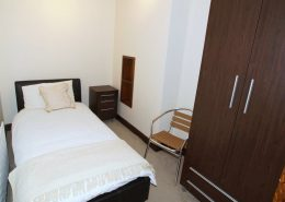 Castle Inn Apartments Greencastle - single bedroom of apartment 2