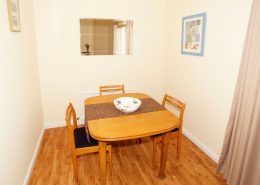 Drumburn Holiday Apartment Milford - dining area