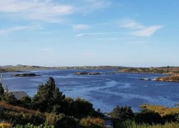 Dún a Dálaigh Annagry - The waters edge is less than 200m from the front door