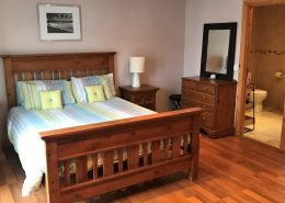 Beach Townhouse Downings - double ensuite bedroom